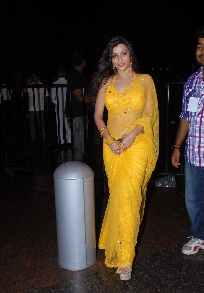 MADHURIMA GLORIUS STILLS IN SAREE AT SANTOSHAM AWARDS wallpapers