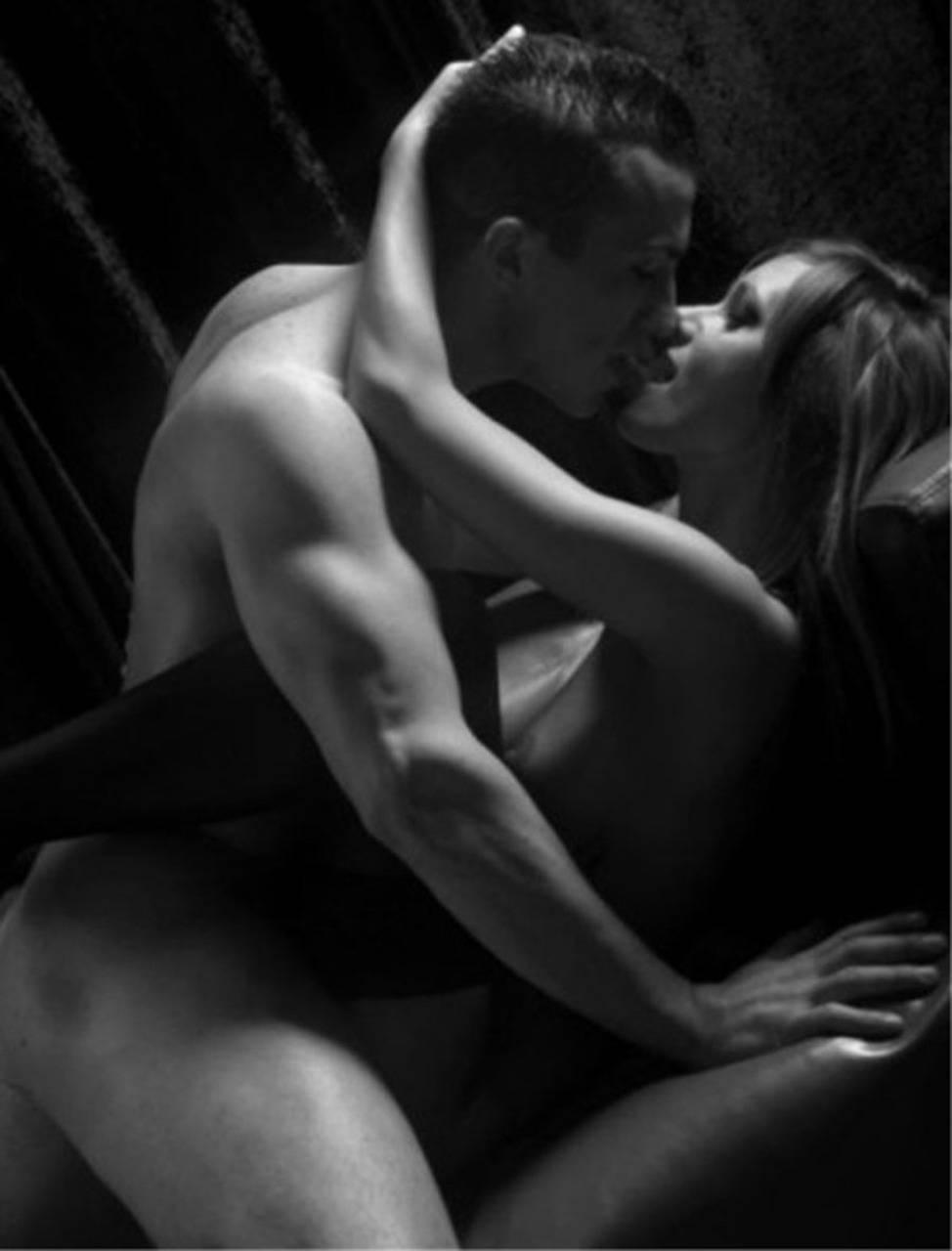 черно белая эротика секс страсть постель картинки
