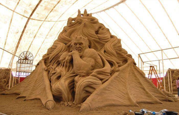 Zadziwiająca rzeźba w piasku 1