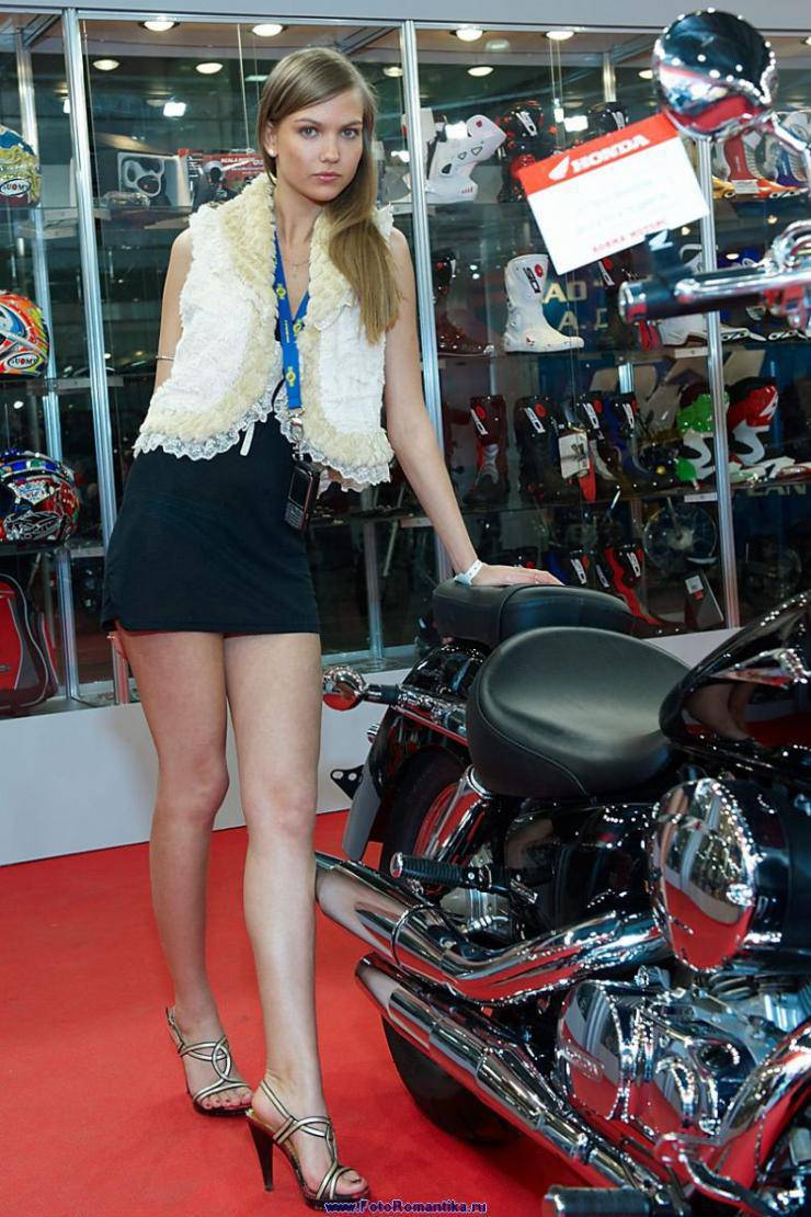 Dziewczyny z pokazów motocyklowych 29