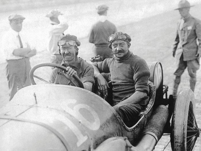 Pierwsze wyścigi samochodowe 70