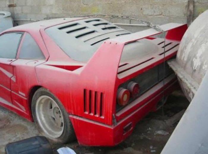 Opuszczone samochody Dubaju 2