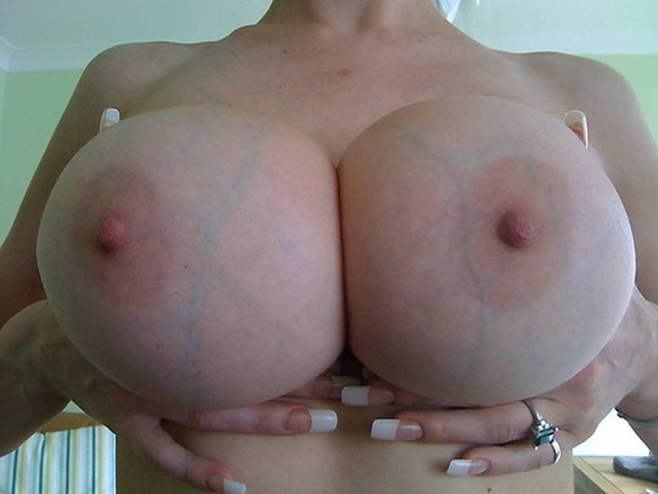Женские большие соски 21 фотография