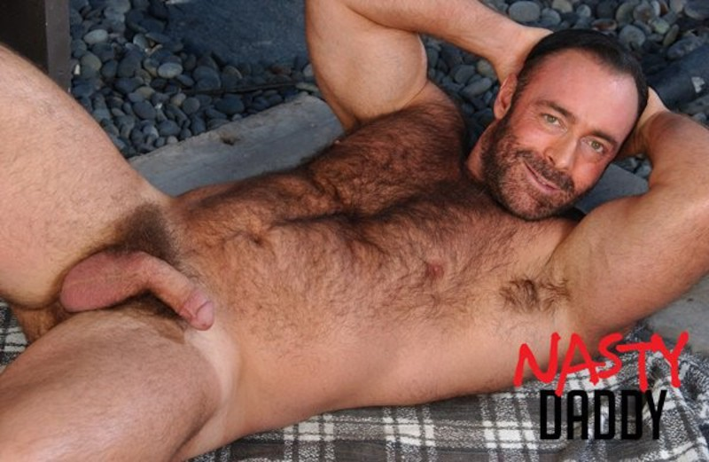 Nasty Daddy: Smoking hot Muscle Bear