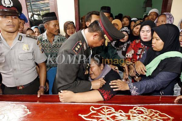 6383888694720282a8974eb31cc34f7004a8eb0 Duka Keluarga Korban Penyerangan Polsek Hamparan Perak Deli Serdang