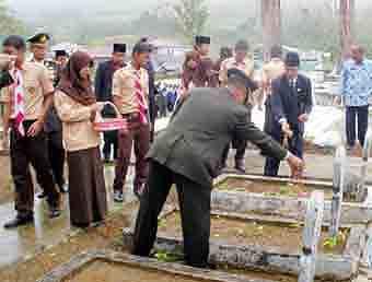 6933518cd6737f10218048148cf0ba4f20ba09b Hujan 'Iringi' Peringatan Hari Pahlawan di Padangsidimpuan Tapsel
