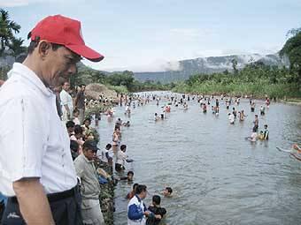 7350548c44b3e405376a31b091edf74e95303e3 Bupati Ajak Warga Jaga Ekosistem Sungai